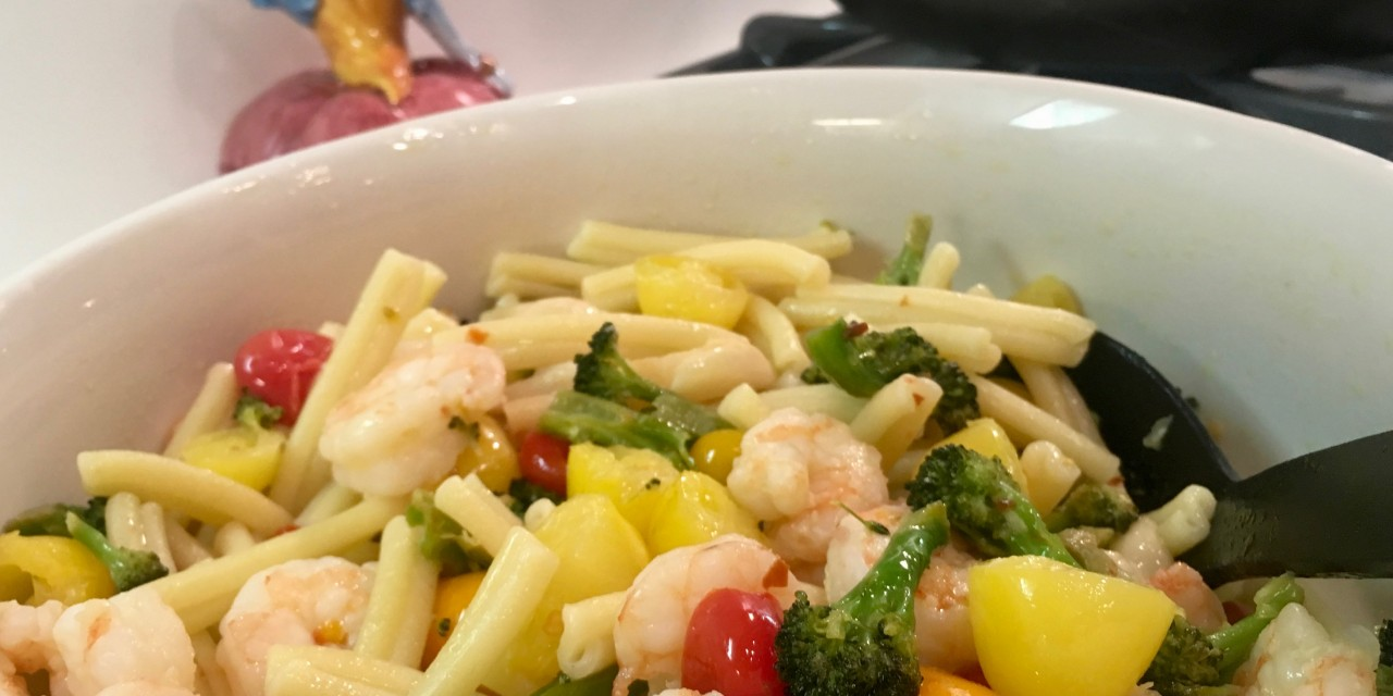 Slim Man Cooks Shrimp with Broccoli and Grape Tomatoes