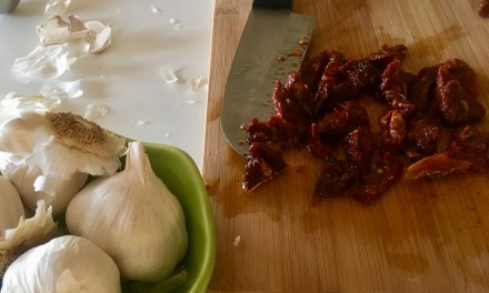 Slim Man Cooks Chicken with Sun-Dried Tomatoes and Basil