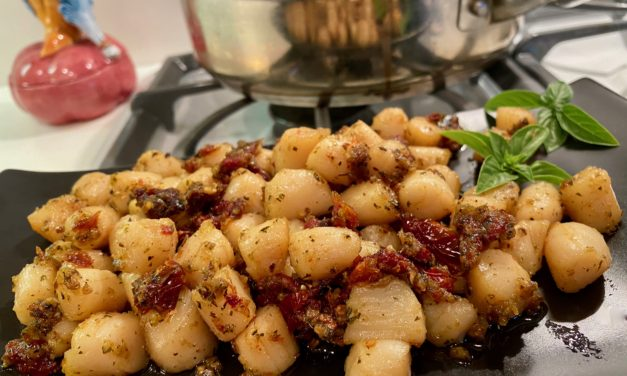 Slim Man Cooks Bay Scallops with Pesto and Sun-Dried Tomatoes